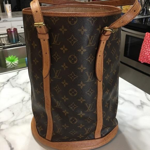 756caa5ba652 Louis Vuitton Handbags - Louis Vuitton GM Bucket Bag